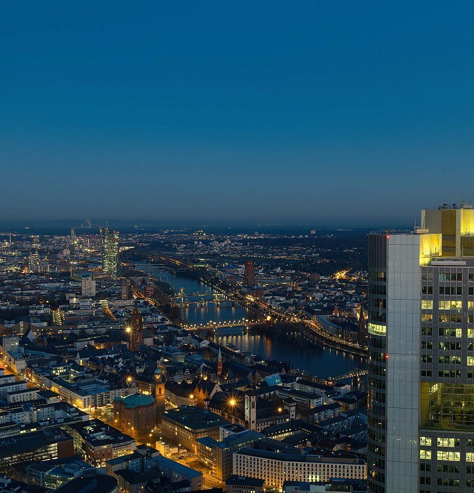 Neues Foto – Frankfurt am Main zur blauen Stunde Blickrichtung Osten