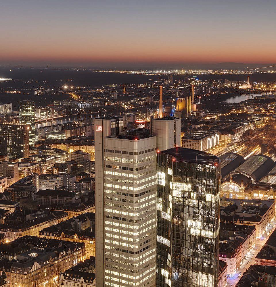 Neues Foto – Skyline Frankfurt blaue Stunde DB-Tower
